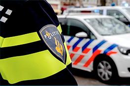 Politie doet onderzoek na aantreffen dode man